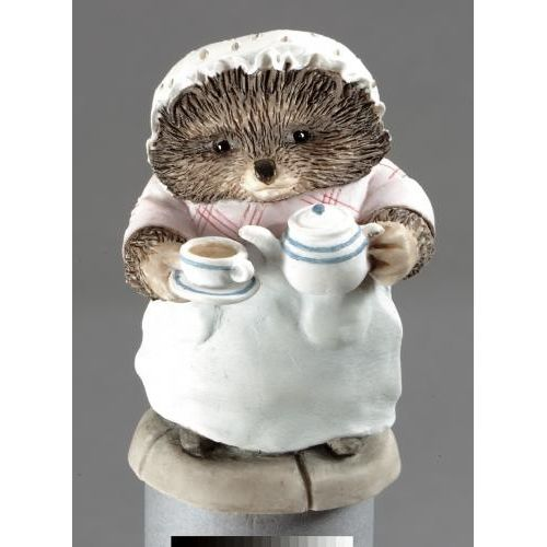 Beatrix Potter Mrs Tiggy Winkle Pouring Tea Figurine A2351