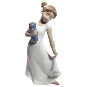 Nao Am I Elegant Figurine