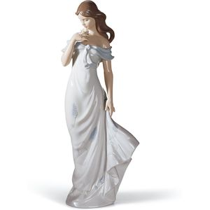 Lladro A Flowers Whisper Figurine